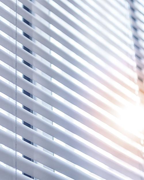 Persienn- Morris Interiör erbjuder persienn som produkt för solskydd